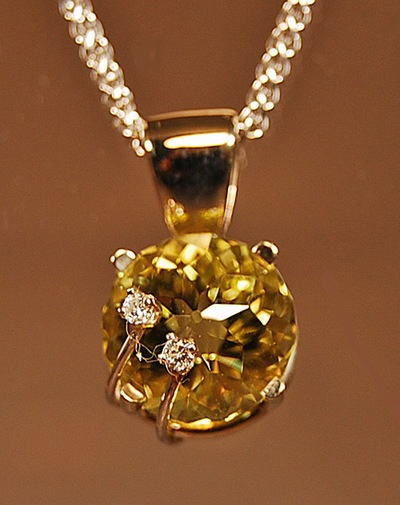 EXCLUSIVE ORO VERDE QUARTZ AND DIAMOND PENDANT